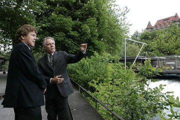Swiss Minister of Environment, Transport, Energy and Communications Leuenberger talks to OECD Environment Director Lorentsen in Bern