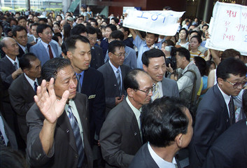 NORTH KOREANS ARRIVE FOR GRAND REUNION WITH THEIR RELATIVES IN SEOUL.