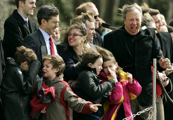 White House guests react as U.S. President George W. Bush takes off from the South Lawn of the White House in Washington