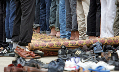 Muslims prepare to pray at Central London Mosque for Friday prayers in central London, July 15, 2005..