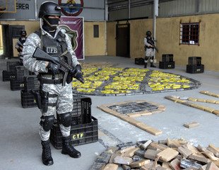 Police stand guard over more than 900 kilograms of cocaine at police station in Panama City