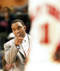 New York Knicks coach Thomas gives instructions in first half against Mavericks in New York