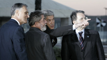 Portugal's PM Socrates points as Brazil's President Lula, Portugal's President Cavaco Silva and Italy's PM Prodi watch after their EU-Brazil summit in Lisbon