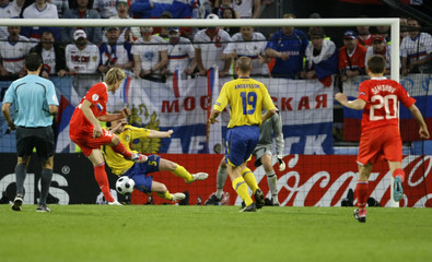 Russia's Pavlyuchenko shoots to score past Sweden's Stoor during Euro 2008 soccer match in Innsbruck