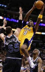 LOS ANGELES LAKERS KOBE BRYANT SHOOTS OVER ORLANDO MAGIC DECLERQ AND STEVENSON.