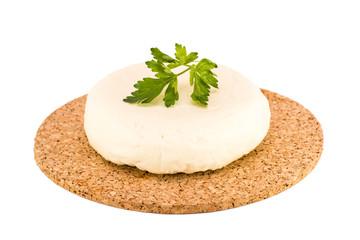 Мягкий  сыр на подложке на белом фоне