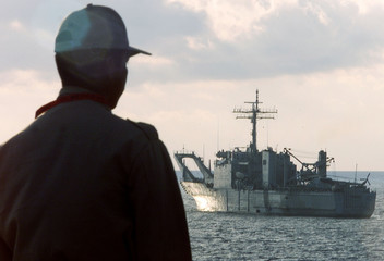 MEXICAN FEDERAL POLICEMAN WATCHES NAVY SHIP PRIOR TO WTO MEETING INCANCUN.