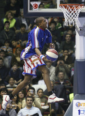 Herbert Evans of Harlem Globetrotters warms up before an exhibition game with opponents NY Nationals in Abdi Ipekci Arena in Istanbul