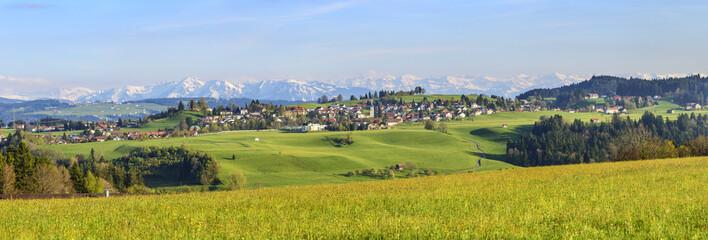 stimmungsvoller Ausblick auf den westallgäuer Alpenrand am Abend