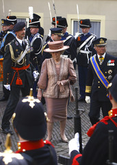 Netherlands' Queen Beatrix and Sweden's King Carl Gustav inspect the guard of honour at the Noordeinde Palace in The Hague