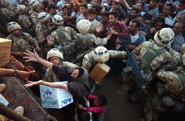 BRITISH SOLDIERS DISTRIBUTE FOOD TO CIVILIANS IN ZUBAYR.