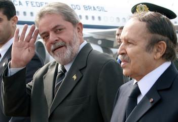Brazilian President Lula da Silva accompanied by Algerian President Bouteflika on arrival in Algiers