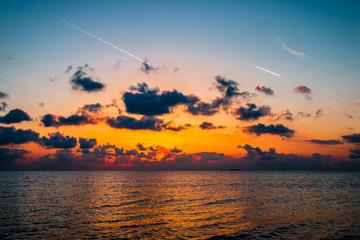 Couché de soleil sur la mer méditerranée