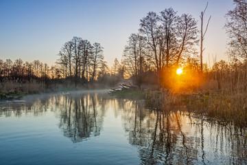świt nad rzeką Pisą - fototapety na wymiar