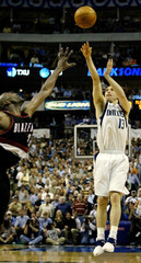 MAVERICKS NASH HITS THREE POINT SHOT AGAINST BLAZERS IN SECOND HALF.