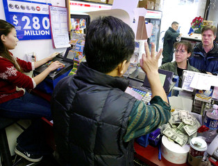 POWERBALL LOTTERY TICKETS SOLD TWO BLOCKS FROM WHITE HOUSE.