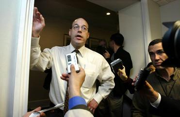 WHITE HOUSE SPOKESMAN ARI FLEISCHER SPEAKS WITH REPORTERS.