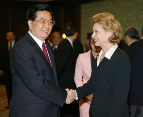 Chinese President Hu Jintao greets Washington Governor Chris Gregoire in Seattle