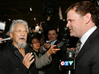 Environmentalist David Suzuki talks with Canada's Environment Minister John Baird in Toronto