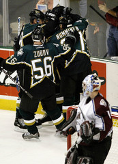 STARS CELEBRATE THRID PERIOD GOAL AGAINST THE AVALANCHE IN NHL PLAYOFFS.