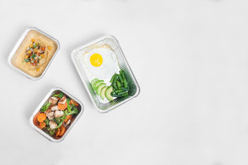 healthy delivery food in containers;