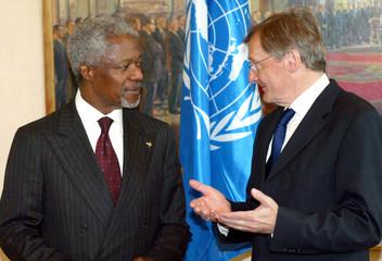 UN SECRETARY GENERAL KOFI ANNAN AND AUSTRIAN CHANCELLOR WOLFGANGSCHUESSEL MEET IN VIENNA.