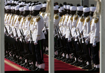 Sudanese honour guards wait for arrival of Arabic leaders in Khartoum