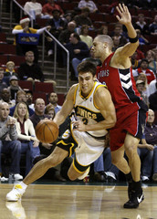 Seattle Supersonics forward Wally Szczerbiak manoeuvres around Toronto Raptors guard Anthony Parker during the first period of their NBA game at Key Arena in Seattle