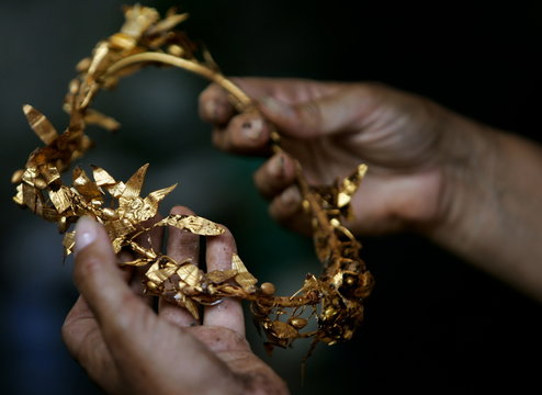 Bulgarian archaeologist Agre shows golden wreath of laurels found at a Thracian king's tomb near ...