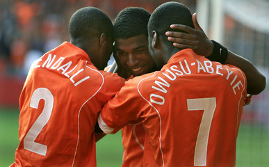 Dutch players Tiendalli and Quincy congratulate Maduro during the round of 16 FIFA World Youth ...