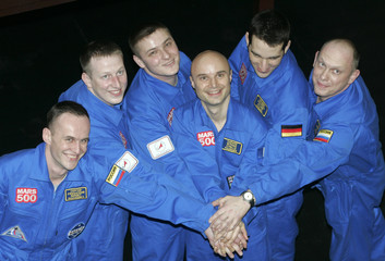 Participants in Mars travel experiment pose for picture before entering test chamber in Moscow