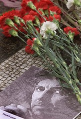 "PICTURE OF THE LATE GEORGE HARRISON IN STRAWBERRY FIELDS ""IMAGINE""CIRCLE."
