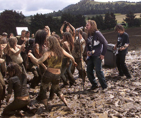 GROUP MANA DURING THE PRODUCTION OF VIDEO.