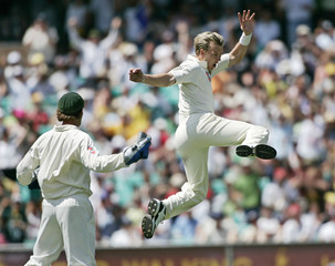 Australia's Lee celebrates dismissing England's Cook during the fifth Ashes test match in Sydney