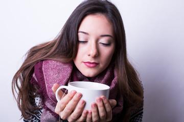Frau mit einer Tasse