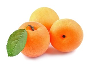 Sweet apricots .