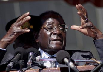 Zimbabwe's President Mugabe addresses mourners at burial of national hero Gunda in Harare