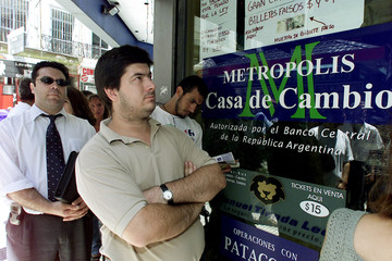 PEOPLE WAIT ON LINE TO CHANGE MONEY IN BUENOS AIRES.
