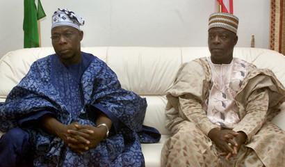 NIGERIAN PRESIDENT OLUSEGUN OBASANJO MEETS LIBERIAN CARETAKER PRESIDENTMOSES BLAH AT ROBERTS ...