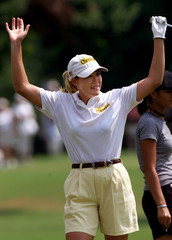 CRISTIE KERR ACKOWLEDGES GALERY CHEERS DURING FIRST ROUND PLAY.