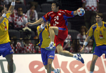 South Korea's Lee attempts to score surrounded by Sweden's defensive players during their Men's World Handball Championship preliminary Group B match in Split