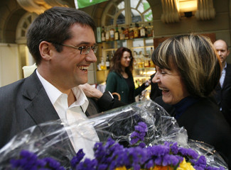 SPS President Levrat welcomes Swiss Foreign Minister Calmy-Rey during a voting party event on the bilateral 'Personenfreizuegigkeits' agreement in Bern