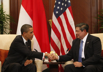U.S. President Barack Obama meets with Indonesia's President Susilo Bambang Yudhoyono at the APEC Summit in Singapore
