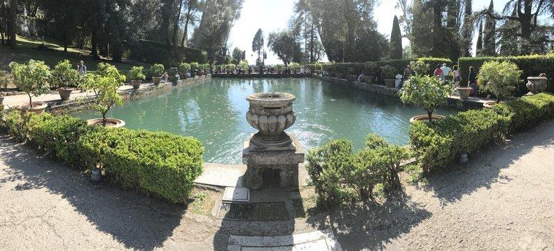 giardino con vasca