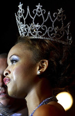 Igwe cries after she won the 2008 Most Beautiful Girl in Nigeria beauty pageant in Lagos