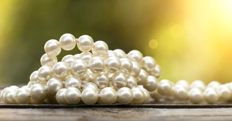 Website banner of white pearls jewelry