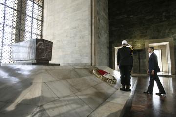 U.S. President Barack Obama lays a wreath at Ataturk's Tomb in Ankara