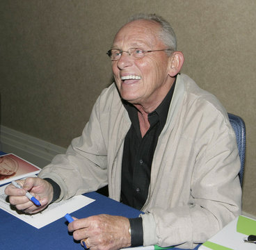Actor Frank Gorshin dead at age 72.