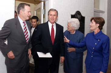 GEORGE W BUSH LEAVES MANSION FOR HOTEL ELECTION WATCH.