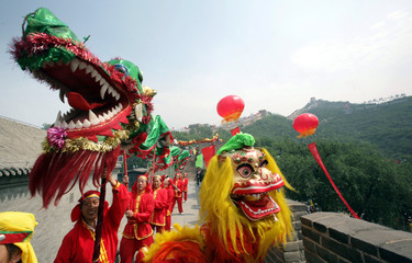 Performers dance on the Chinese Wall at Badaling June 23, 2006 during a ceremony to start the fourth..
